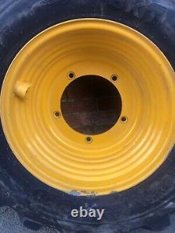BKT Constar 400/80-24 (15.5/80-24) IND 5 Stud JCB Wheel